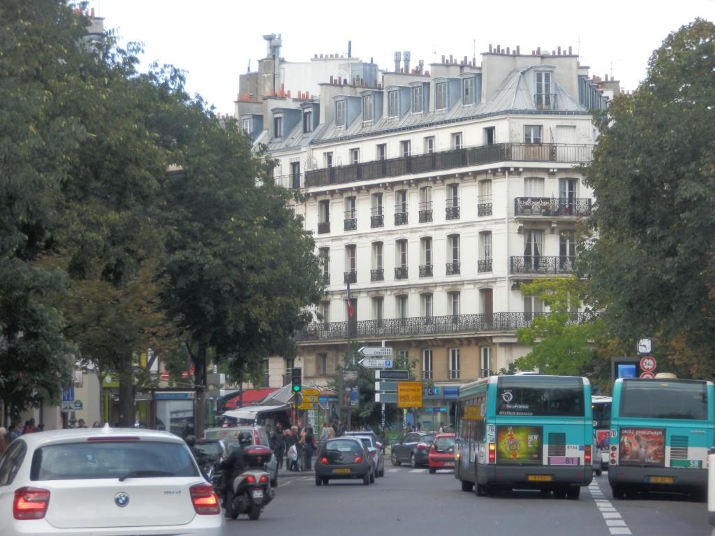シャトレ広場の奥、リヴォリ通り方面。