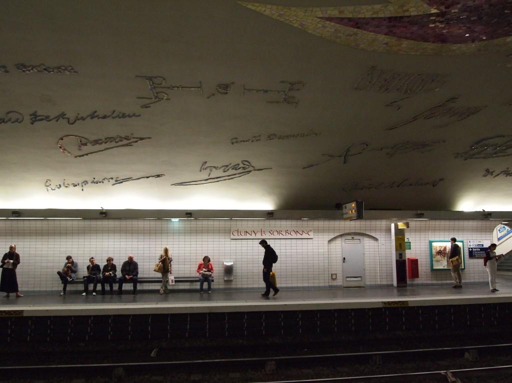 パリ・ソルボンヌ駅 メトロ内