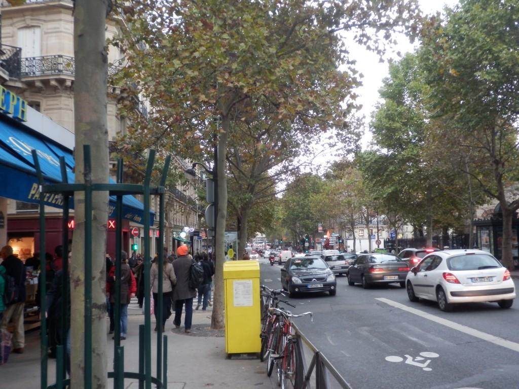 パリの本屋 GIBERT ジベールの側