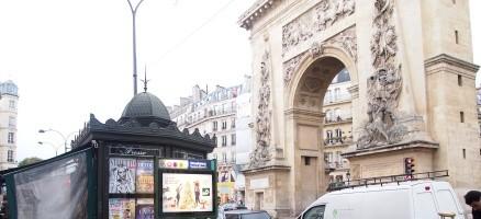 ユーロエステートの地区・治安・生活情報:パリ2区のメトロ:Strasbourg – Saint-Denis駅 (ストラスブール サンドニ): 大きな門と雑多な商店街